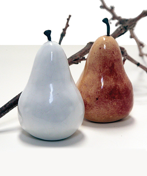 EARTHY CERAMIC PEARS